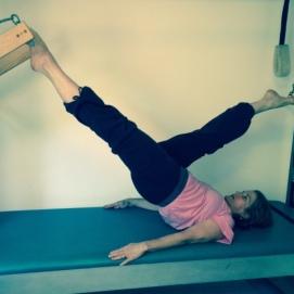Atelier R Pilates - Pilates Shoulder Rolldown