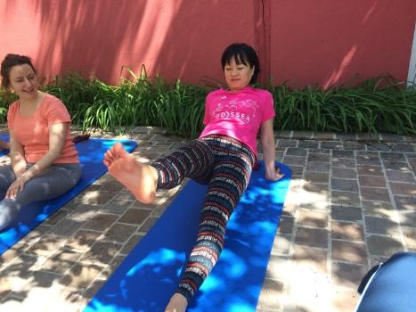 Pilates Saint Maur - Cours de mat- Pilates leg pull facing up